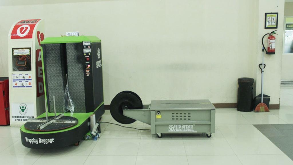 Jasa Pembungkusan Bagasi di Bandara Internasional Adi Sumarmo Solo 1