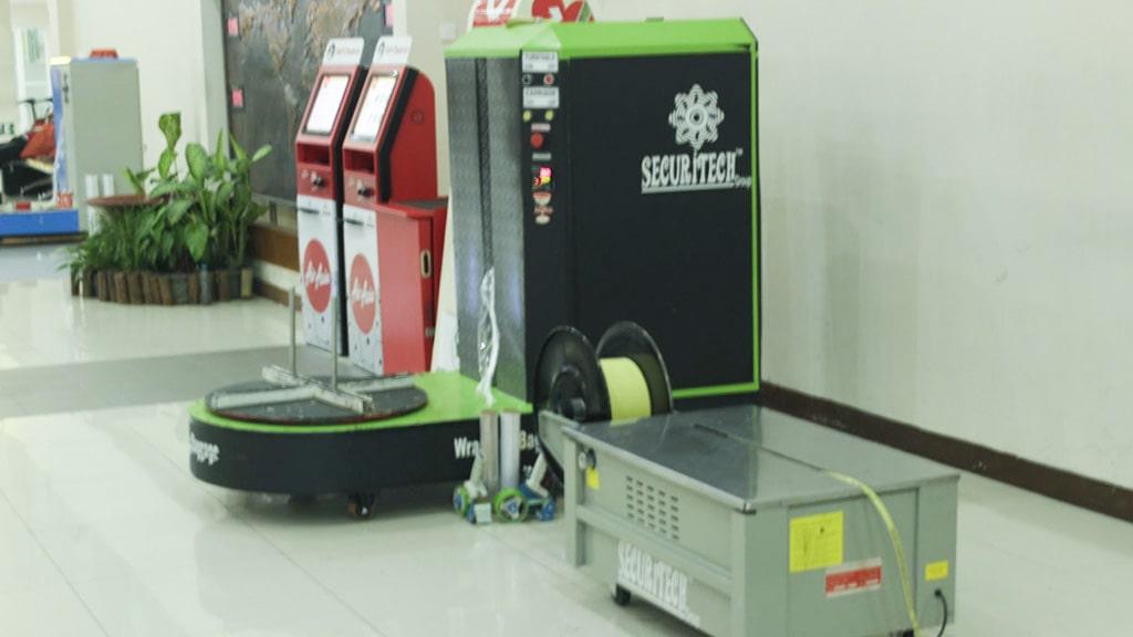 Jasa Pembungkusan Bagasi di Bandara Internasional Adi Sumarmo Solo 3
