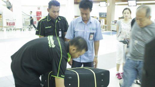 Jasa Pembungkusan Bagasi di Bandara Internasional Adi Sumarmo Solo 4