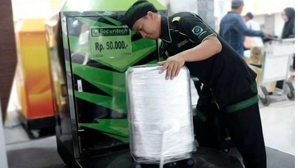 Jasa Pembungkusan Bagasi di Bandara Internasional Jenderal Ahmad Yani Semarang 4