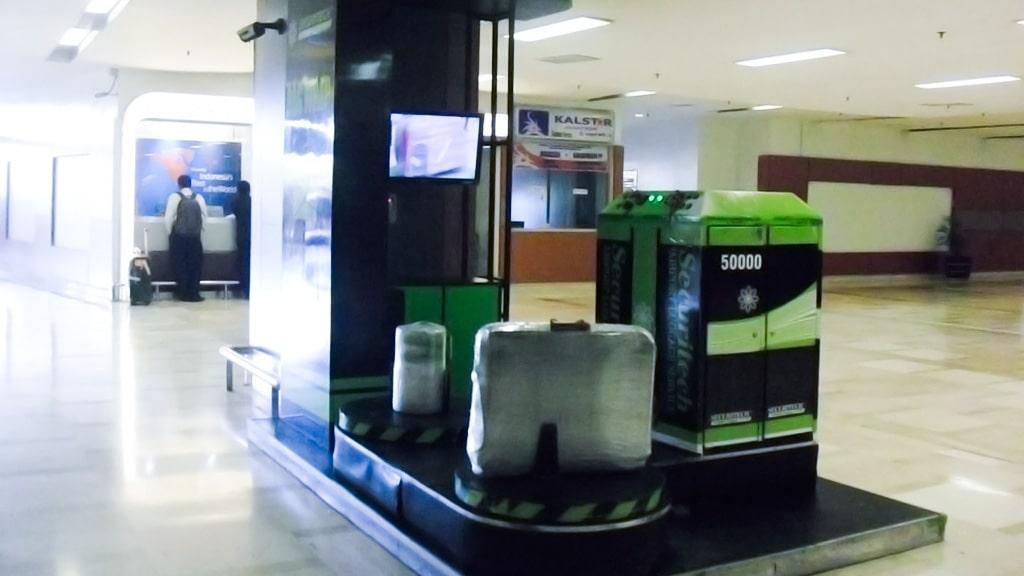 Jasa Pembungkusan Bagasi di Bandara Internasional Sultan Hasanuddin Makassar 2